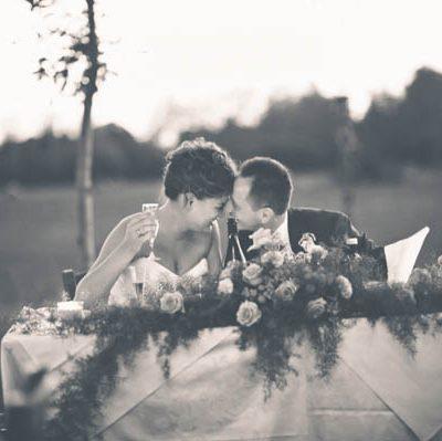 Dettagli colorati e una sposa in abito corto: Giorgia e Andrea