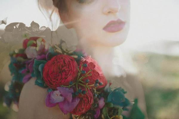 styled shoot con un abito da sposa colorato