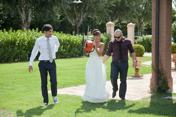un matrimonio rilassato con uno sposo in converse (32)