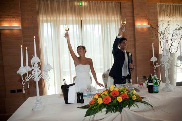 un matrimonio rilassato con uno sposo in converse (33)