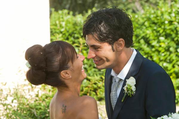 un matrimonio rilassato con uno sposo in converse (38)