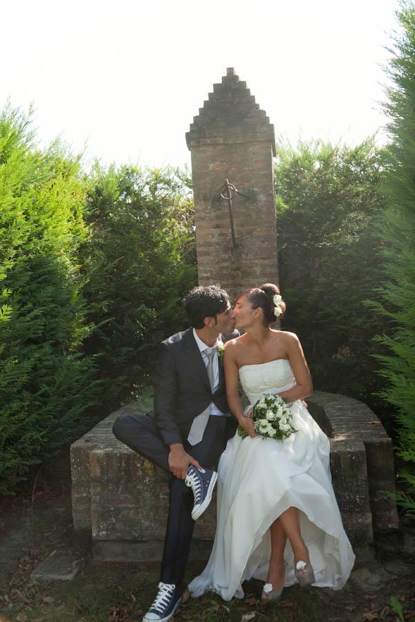 un matrimonio rilassato con uno sposo in converse (40)