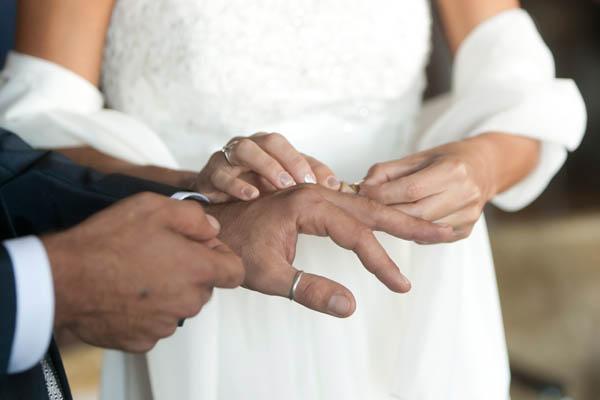 un matrimonio rilassato con uno sposo in converse (15)