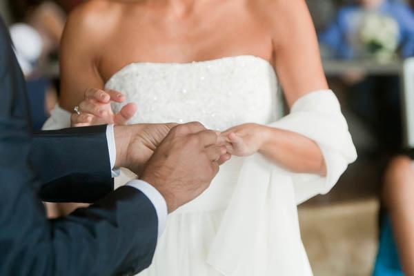 un matrimonio rilassato con uno sposo in converse (16)