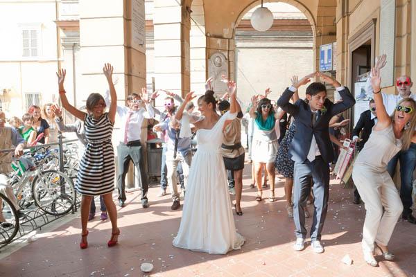 Matrimonio In Converse : Un matrimonio informale con uno sposo in converse ilaria
