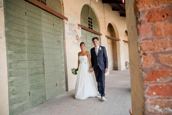 un matrimonio rilassato con uno sposo in converse (24)