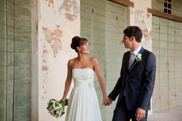 un matrimonio rilassato con uno sposo in converse (25)