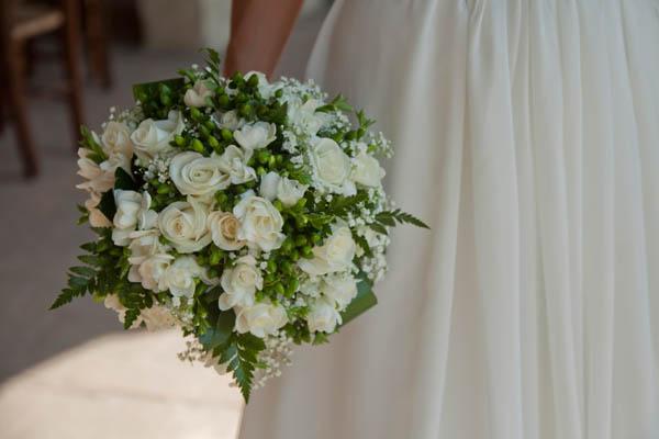 un matrimonio rilassato con uno sposo in converse (26)