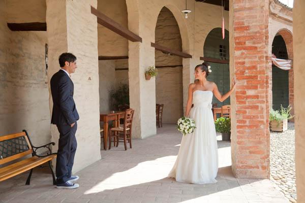 Matrimonio Informale Uomo : Un matrimonio informale con uno sposo in converse ilaria