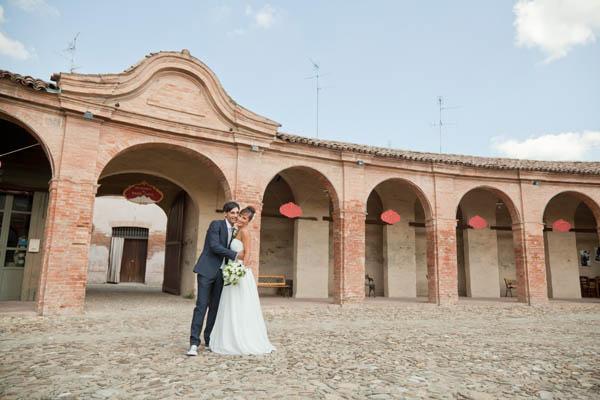 un matrimonio rilassato con uno sposo in converse (28)