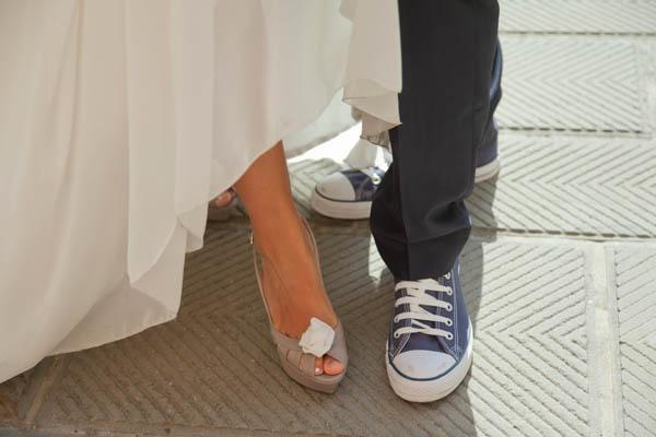 un matrimonio rilassato con uno sposo in converse (30)