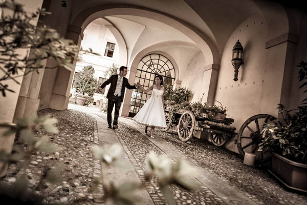 Un matrimonio anni  50 e un abito da sposa a pois  Caterina e Daniele 484cf72c0e5