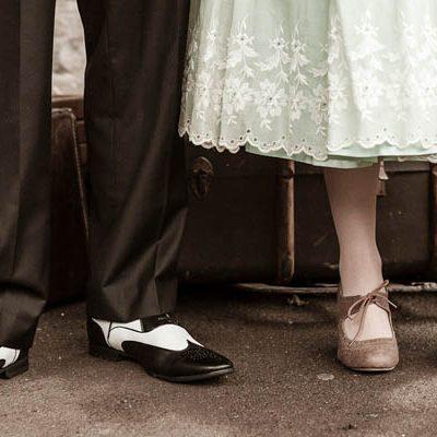 Un'engagement session anni '40 in una stazione ferroviaria: Laura e Andrew