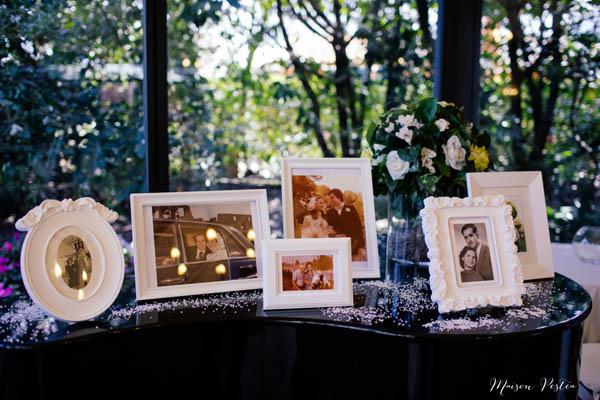 allestimento matrimonio vintage con foto di famiglia