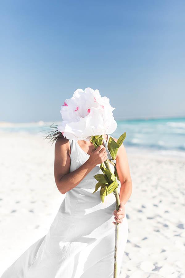 Matrimonio Sulla Spiaggia Outfit : Un trash the dress sulla spiaggia wedding wonderland