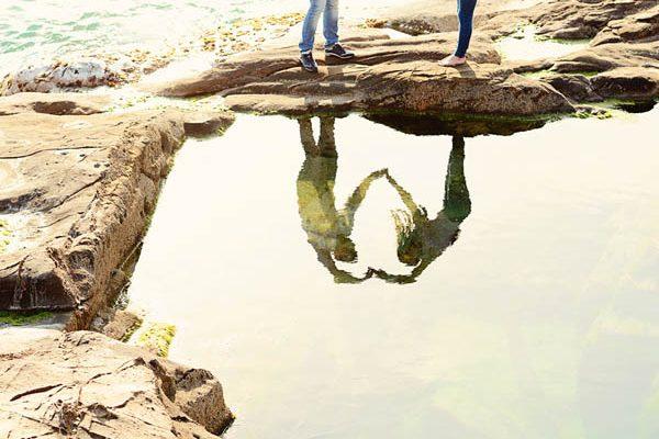 Un anniversary shooting tra mare e rocce: Iudita e Luci