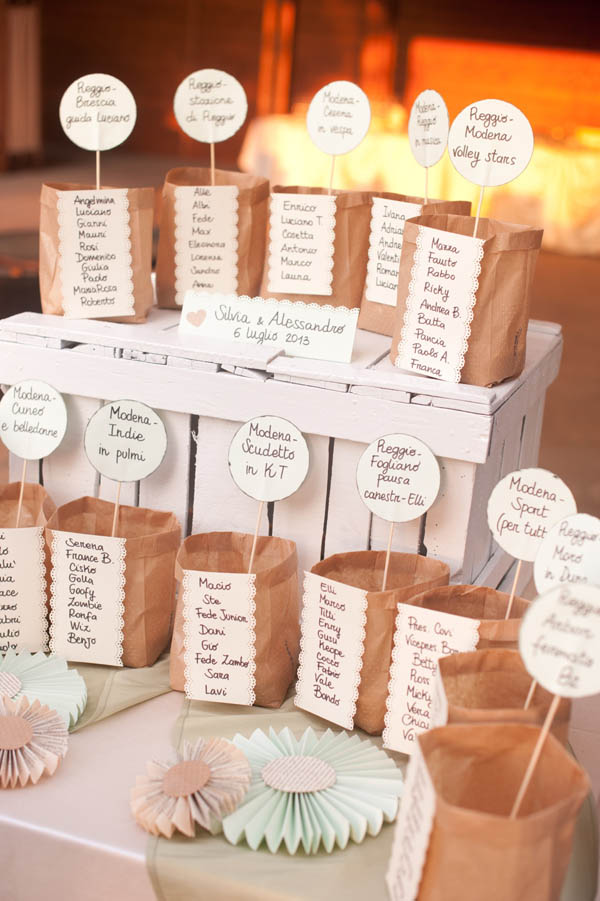 tableau de mariage con cassette di legno e carta kraft