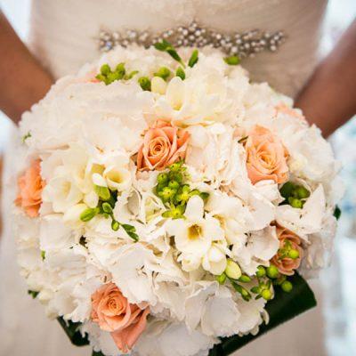 Un matrimonio informale verde e fucsia: Serena e Francesco