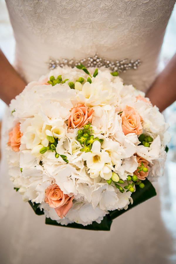 bouquet bianco, pesca e verde