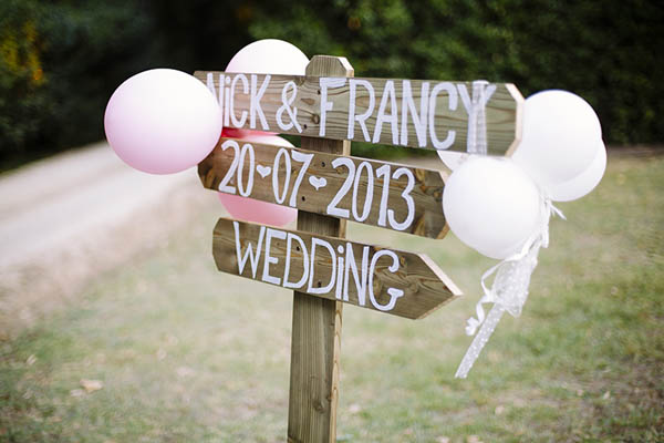 segnali di legno per matrimonio con palloncini