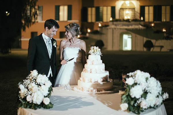 Matrimonio In Rosa E Bianco : Una sposa a bordo di un autobus vintage francesca e