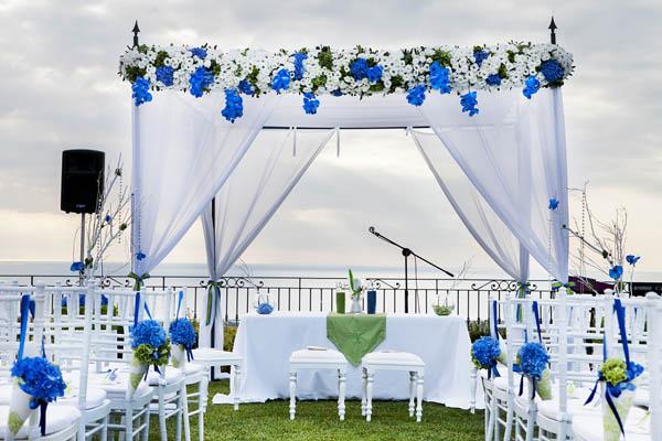Matrimonio In Blu E Bianco : Una cerimonia simbolica per un matrimonio blu e verde lime
