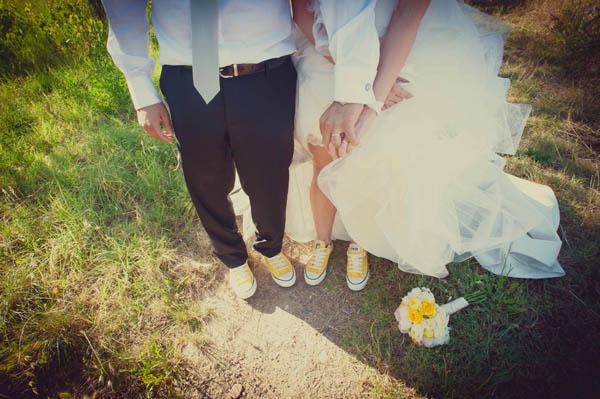 Matrimonio In Converse : Un matrimonio a tema viaggi e una sposa in converse sara