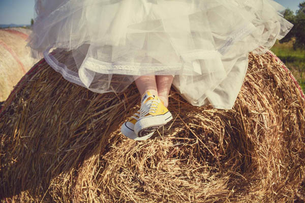 sposa in converse gialle