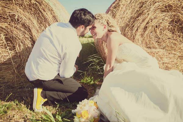 Matrimonio Tema Up : Un matrimonio a tema viaggi e una sposa in converse sara