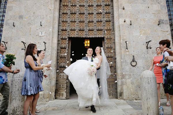 Matrimonio Civile Spiaggia Toscana : Un matrimonio in maschera a siena svetlana e vassily