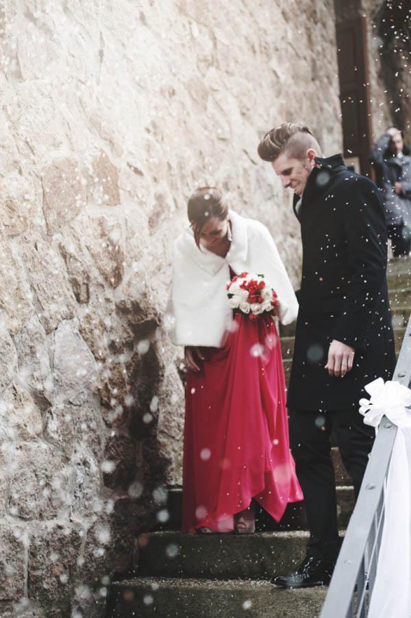 Matrimonio Natalizio Abito : Un abito da sposa rosso per matrimonio invernale