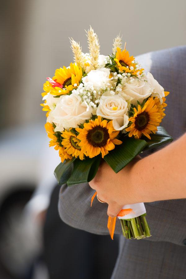 Matrimonio Ai Girasoli : Matrimonio estivo in vespa