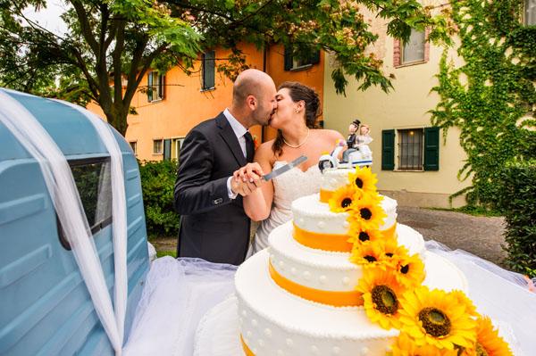 Torte Matrimonio Girasoli : Matrimonio estivo in vespa