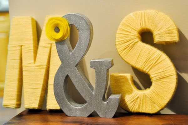 iniziali sposi rivestite di lana
