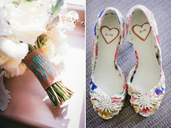 matrimonio iniziali sposi su bouquet e scarpe