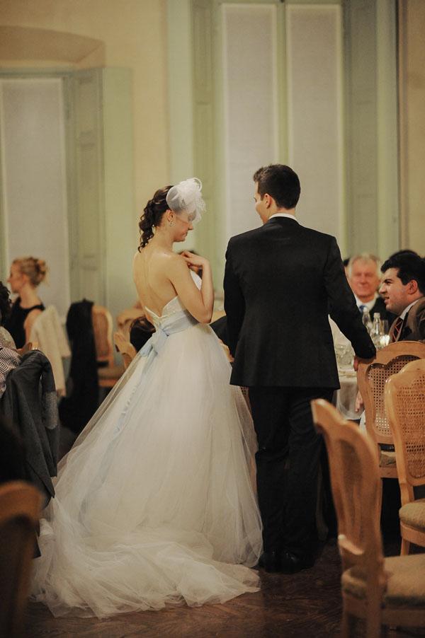 Matrimonio Natalizio Abito : Azzurro e argento per un matrimonio natalizio
