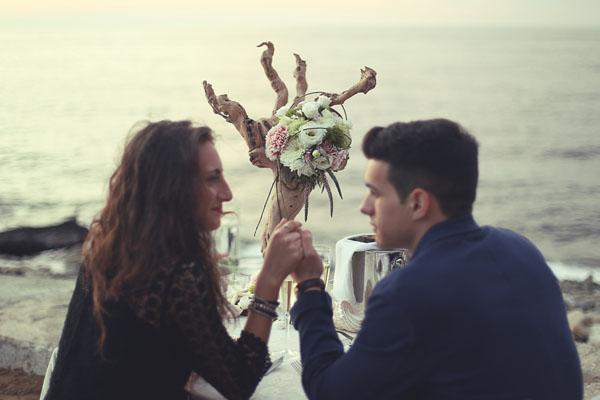 Una proposta di matrimonio in riva al mare