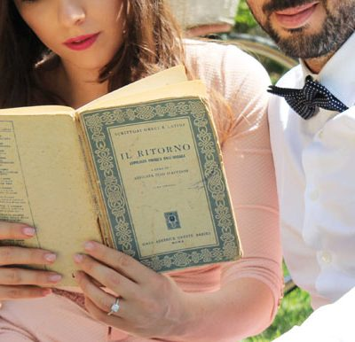 Un picnic per un'engagement session vintage: Valentina e Alfonso