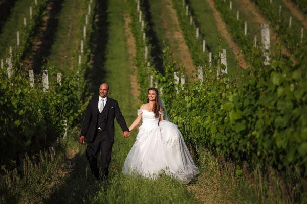 Ortensie azzurre per un matrimonio in vigna: Kate e Giulio