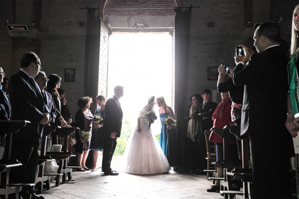 Matrimonio In Lituania : Matrimonio in vigna con ortensie azzurre