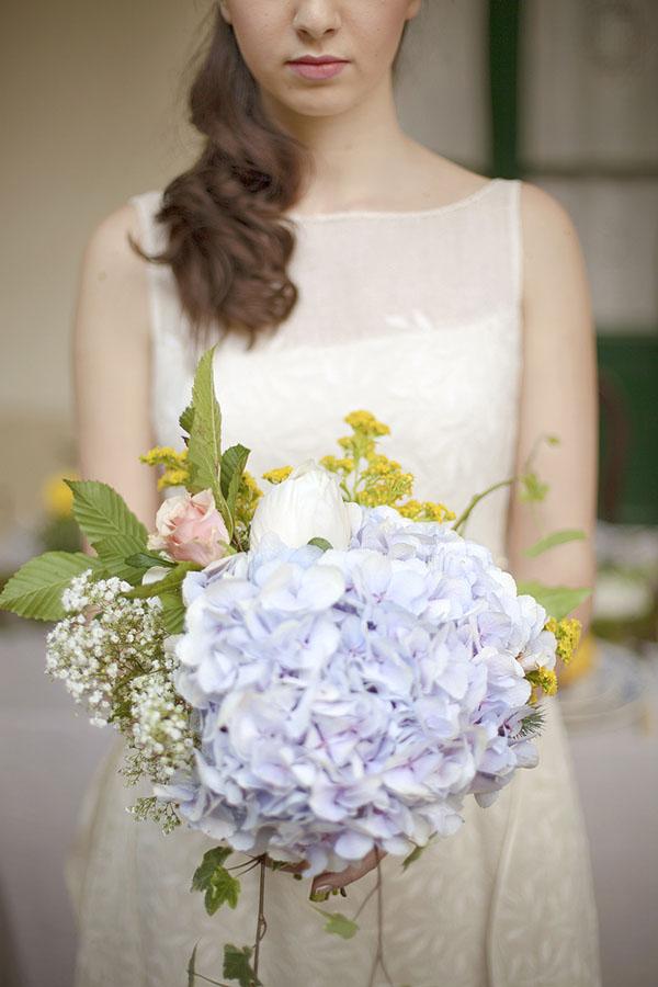 bouquet con ortensia azzurra