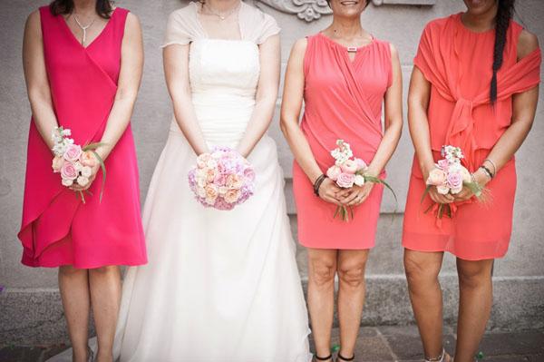 Abiti Invitati Matrimonio Country Chic : Idee creative per un matrimonio colorato