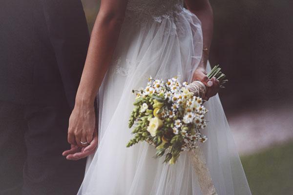 Matrimonio Rustico Sposa : Un matrimonio handmade e una sposa con la treccia alice