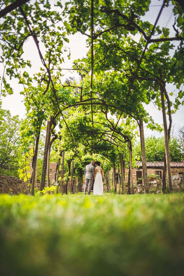 Matrimonio Rustico Toscana : Una cerimonia all aperto in toscana mariann e oivind