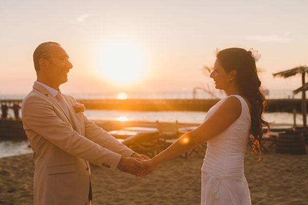 Matrimonio Sulla Spiaggia Economico : Un matrimonio sulla spiaggia a forte dei marmi monica e