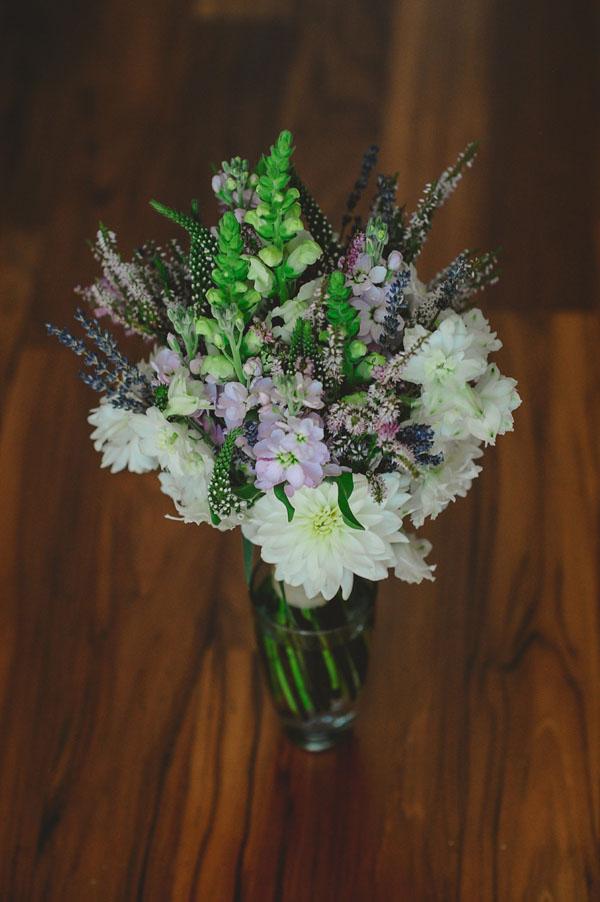 bouquet eco chic con lavanda e dalie