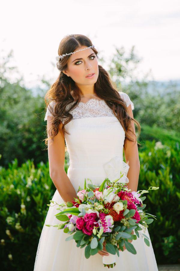 sposa con bouquet autunnale