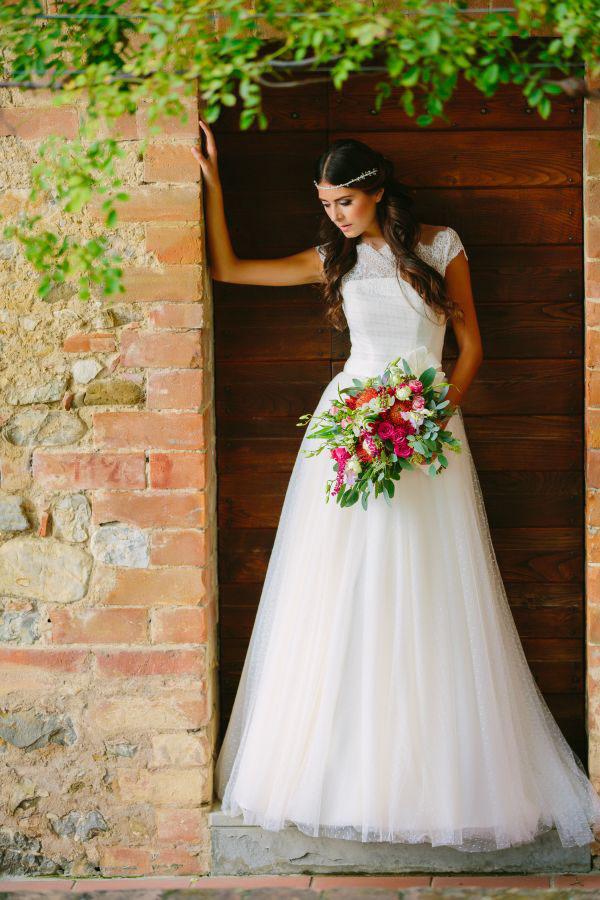 abito da sposa in pizzo e plumetis