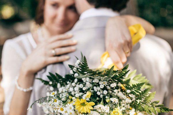 Giallo e pois per un matrimonio intimo: Zita e Luca