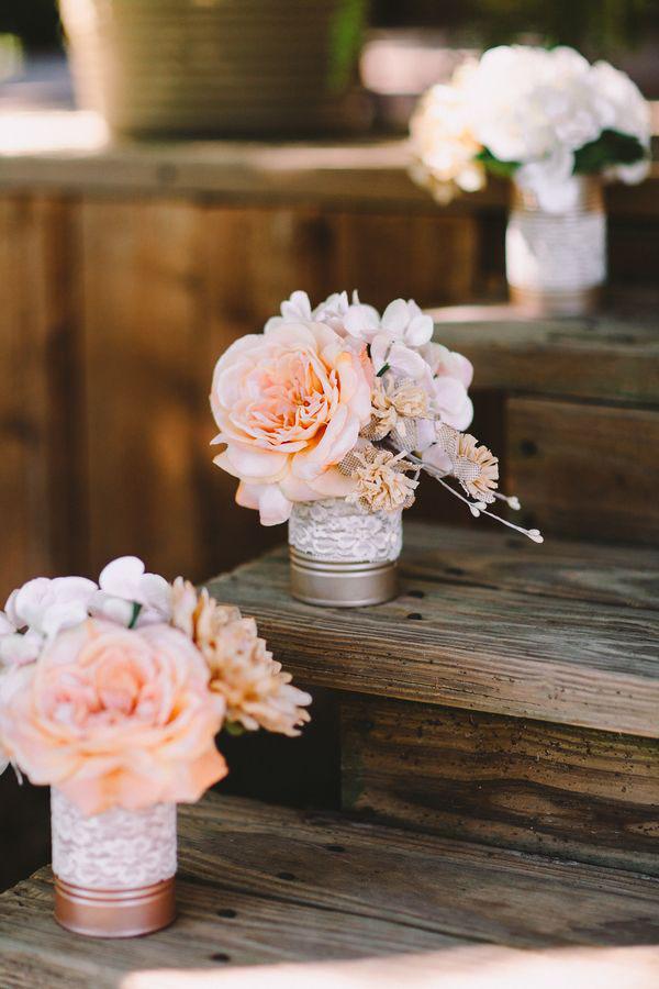 decorazione matrimonio con lattine e pizzo